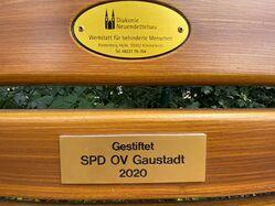 Gravur des SPD OV Gaustadt auf der Gaustadter Friedhofsbank